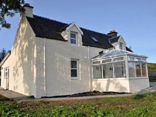 Country Cottage Near Loch Ness, Urquhart Castle And The Village of Drumnadrochit