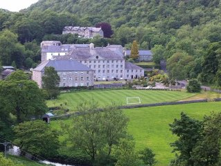 Modern Spacious Apartment With Views Over Fields Of Monsal Dale And Monsal Trail