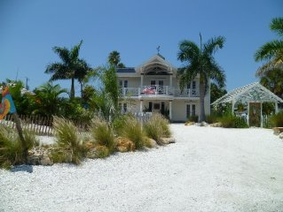 Elegant Southern 4 bed pool home by AMIBeachClub