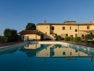 Casa antica in Chianti vicino a Firenze:piscina, ogni confort, fra olivi e vigne