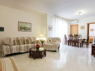 Lovely, large apartment near Lido beach & old town with wifi and aircon