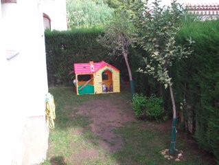Casa con piscina , jardin privado , totalmente equipada para 8 personas.