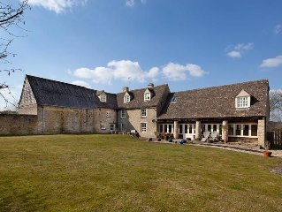 New Yatt Farm. Sleeps 16/18 Beautifully renovated farmhouse set in 8 acres