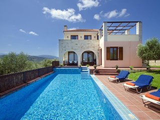 Villa Katerina:An Ideally located Villa with pool,to explore West Crete
