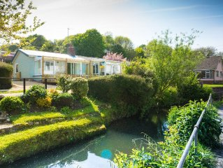 Homestead, Lyme Regis is a cosy riverside cabin, 10 mins walk from the beach