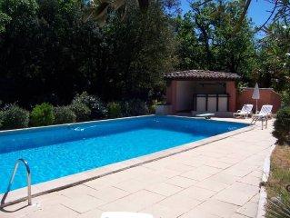 T2 independant en rez de villa au charme provencal proche des plages et au calme