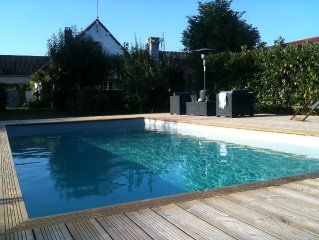 Country home with heated pool 45 minutes from Paris