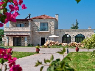 Lovely 4-bedroom Platanias Villa With Private Pool, 800m From The Sandy Beach