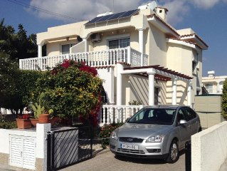 Villa Kempson in Larnaca Bay * Private Swimming Pool & Owners Car Hire Available