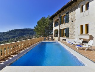 Spectacular Villa overlooking the Valley / villag