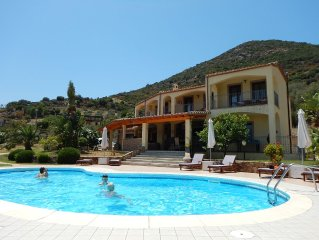 Villa d'exception - 400 m2 - 15 personnes - avec piscine
