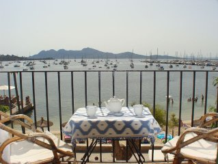 Sea Front Apartment in the Centre of Puerto Pollensa. A/C and Free Wifi