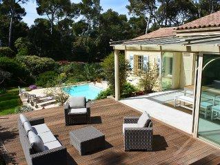 Villa avec piscine au coeur du Brusc dans un espace boise, la mer a pied