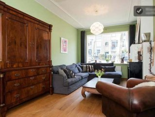 Spacious Classic Townhouse with Sunny Garden, 12 minutes from Amsterdam Central
