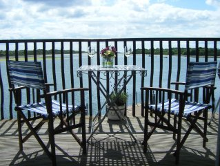 Fabulous bay-side apartment with spectacular views.