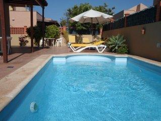 Villa de lujo,piscina climatizada, wi-fi - 300 mt del mar.