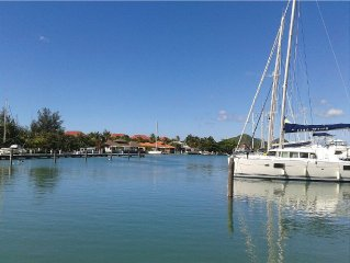 Beautiful 2BR and 2 en-suite bathroom with Marina and Sunset views
