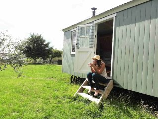 Traditional Hilltop Shepherd's Hut,peaceful,far Reaching Views,tennis court