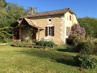 Beautiful Renovated Farmhouse With Heated Pool, Sleeps 6, Stunning Location