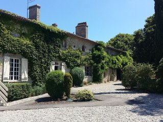 7 Bedroom Manor, Private Pool, Views, Pizza Oven, Sleeps 16, 5 Acres Fenced-in