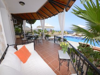 Spacious Villa With Private Pool And Panoramic Views Of The Bay And Its Islands