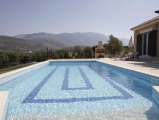 Luxury Villa Private Pool, Stunning Castle/Mountain Views, Close to Sea, Wi Fi