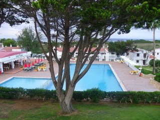 2- bed apartment with shared pool close to beach & amenities