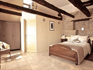 Charming Stone Cottage With  Pool And Garden. Sleeps 4 in two en-suite bedrooms