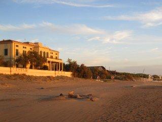Prestigioso appartamento in villa d'epoca sulla spiaggia, 4 camere tre bagni