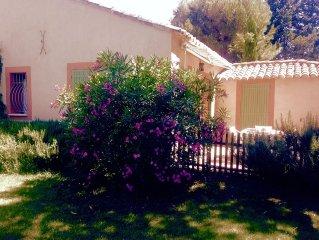 Provence, Coquette location avec piscine et terrain ombrage et verdoyant