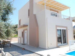 Superb detached villa with private pool in a quiet location