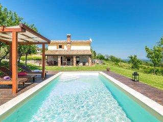 Villa con piscina e grande giardino di 6000m2