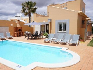 3 bedroom Villa, quiet place very close to taxi stop in Gale , internet free