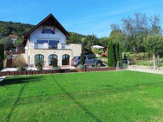 Luxury 4 bedroom Villa, super lake views, Jet S/Pool. Games room, billiards etc.