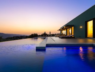 An Architectural Jewel Next to Marathi beach - Full Privacy & Spectacular Views!