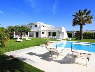 Villa Penelope - luxury villa with swimming pool near the Sea.