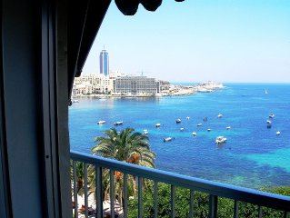 Ideally Located Seafront Apartment with unobstructed Stunning Sea Views.