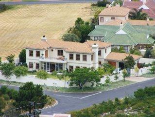 Schitterende villa met verwarmd prive-zwembad, vlakbij 27 holes golfterrein.