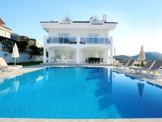 Beautiful 4 Bedroom Villa, With Private Heated Pool & Garden & Mountain Views,