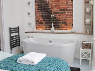 Luxury 5 bed house near to City Centre and Beaches. Sleeps 12, outside courtyard