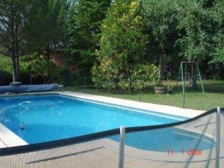 Grande maison avec jardin (3000m2)et piscine entièrement privative sécurisée