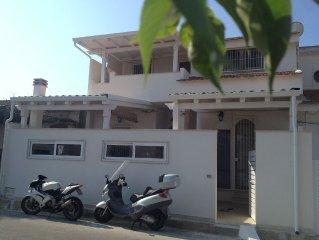 Casa 'Ammare' dorata nei luoghi di Montalbano