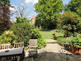 LARGE  LUXURIOUS LONDON HOUSE EALING, LOVELY GARDEN - GREAT PLACE TO STAY