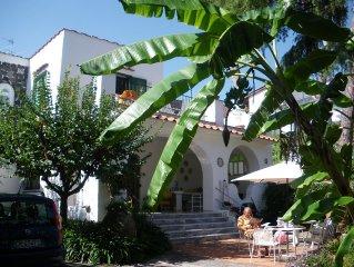 Elegante villa nel cuore di Ischia con giardino perfetta per soggiorni familiari