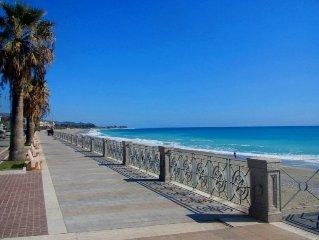 Caulonia Marina  apartment with POOL, 5 minutes walk to the beach