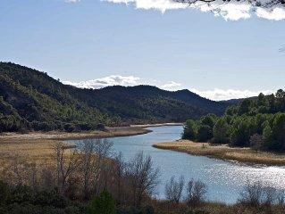 Casa de lujo el borde del tranquilo Pantano de Bolarque, a una hora de Madrid