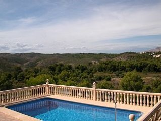Villa with private pool, large gardens and stunning views