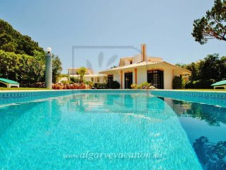 CHARMING 3 BED VILLA, SWIMMING POOL, AIR CON, WI-FI AND 2 MIN DRIVE TO THE BEACH