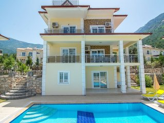 6 Bedroom Detached Villa With Own Pool And Garden