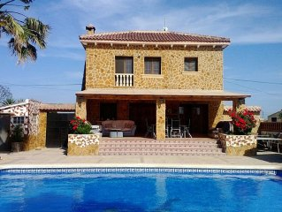 Luxury Villa Set In Own Grounds, Private Pool & Mountain Views, 10 mins to Beach